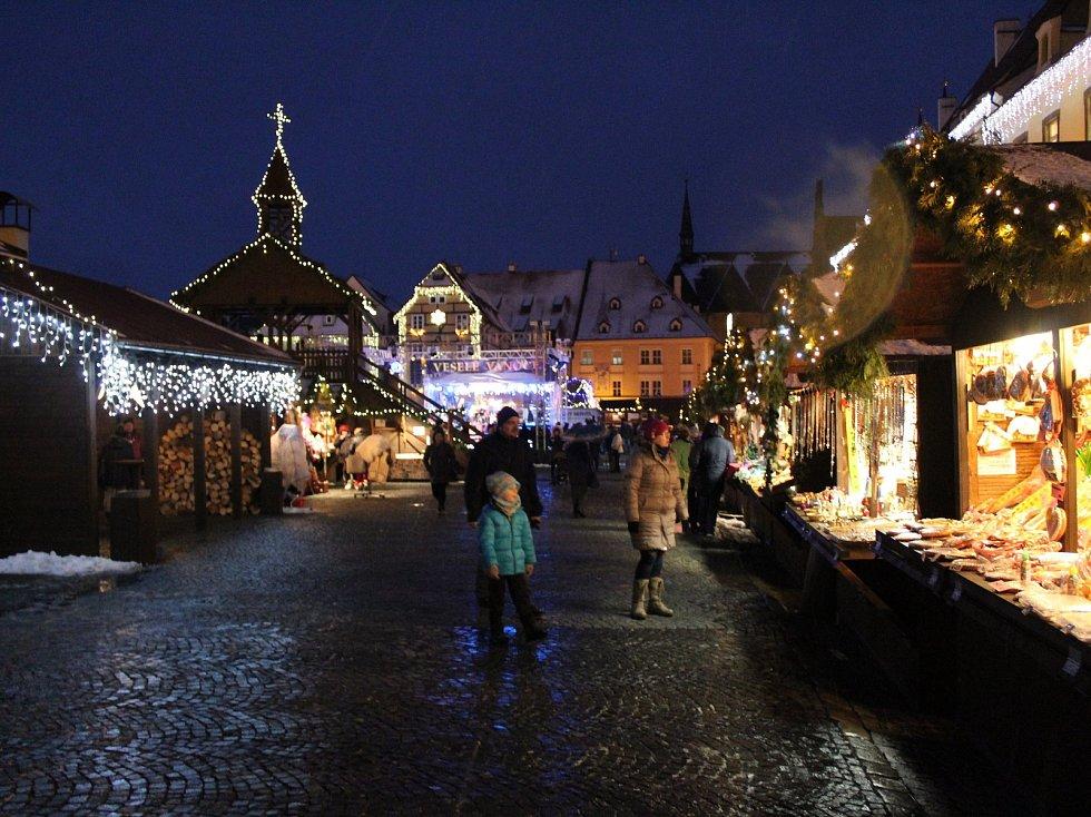 Vánoční trhy v Chebu mají stále, co nabídnout.