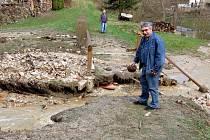 Páteční bouřka způsobila řadu škod také v obci Poustka na Františkolázeňsku