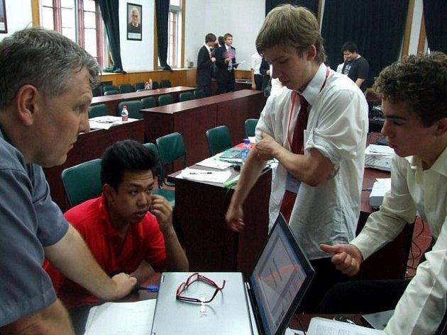 Chebští gymnazisté na Turnaji mladých fyziků v Číně.