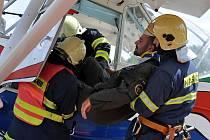 Cvičení mariánskolázeňských hasičů na letišti Mariánské Lázně - Skláře