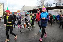 Několik stovek sportovců se poslední den roku vydalo na trať šestého ročníku Silvestrovského běhu.
