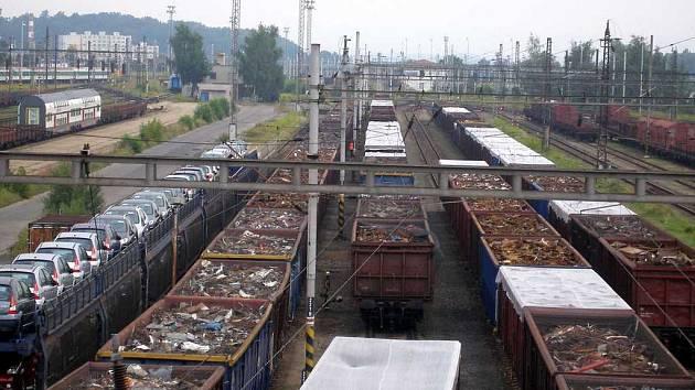 Vagóny se šrotem na chebském nádraží jsou častým cílem zlodějů