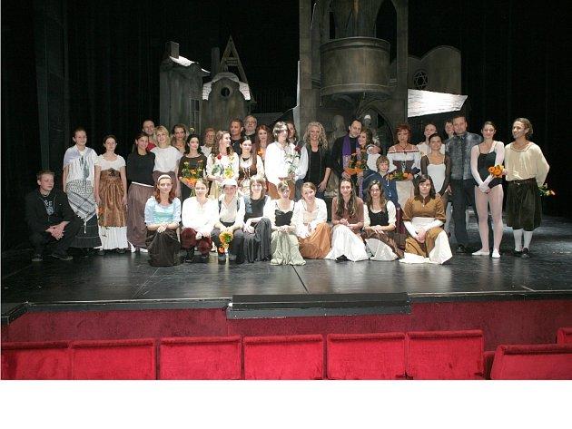 Z vystoupení mladých chebských dramatikuů na derniéře muzikálu Golem v Praze