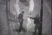 Zloději si chtěli z chebské pěší zóny odnést velký slunečník.