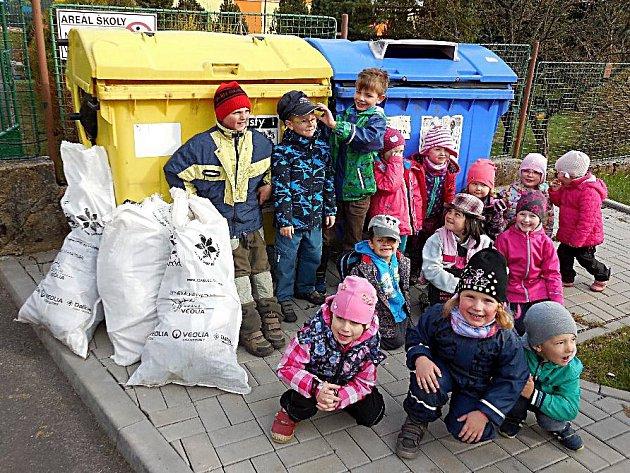 DO ÚKLIDU se pustili žáci Základní a Mateřské školy Lázně Kynžvart.