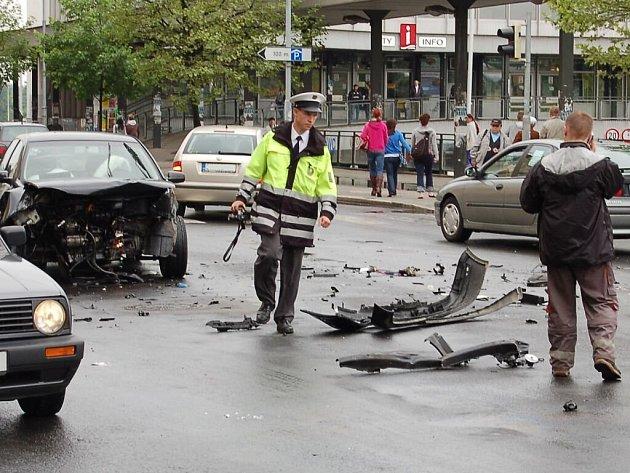 Dopravní nehoda dvou osobních automobilů v Karlových Varech