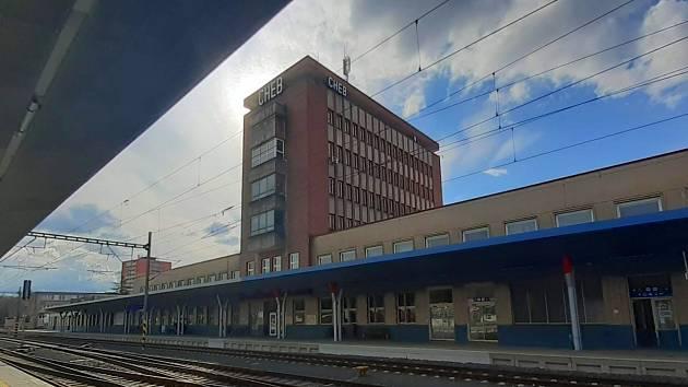 Budova chebského nádraží patří k dílům architekta Josefa Dandy.