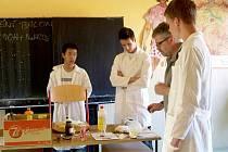 První Projektový den nachystali na úterní odpoledne studenti a učitelé Svobodné chebské školy. Návštěvníci z řad studentů, rodičů, i široké veřejnosti se mohli podívat hned na několik zajímavých projektů.