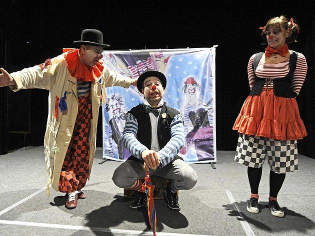 Klaunskou pohádku plnou písniček pro nejmenší diváky připravilo Západočeské divadlo Cheb.
