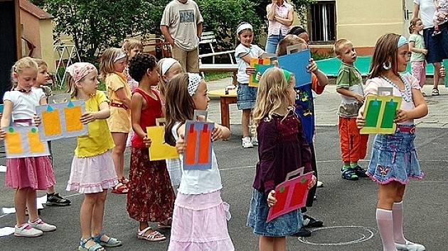 Děti z mateřské školky ve Františkových ¨Lázních si užily Pohádkovou noc