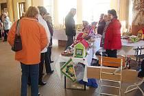 HOSTÉ O VÍKENDU obdivovali trhy ve františkolázeňské Dvoraně Glauberových pramenů.