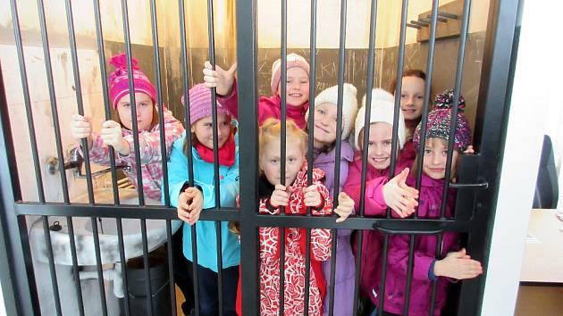 Děti z Chebska navštěvují karlovarský Svět záchranářů.