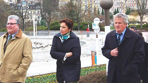 PROCHÁZKA  bavorské ministryně Christine Haderthauer se starostou Zdeňkem Králem po Mariánských Lázních završila návštěvu města.