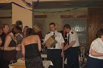 POŘÁDÁNÍ TOMBOL na plesech je mnohdy jediným zdrojem příjmu organizátorů.