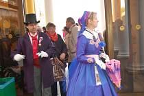 Návrat historických osobností, které navštívily Mariánské Lázně, odhalení modelu hradu Bečov nebo Sousoší monarchů. To bylo oživení zahájení už 206. lázeňské sezony v Mariánských Lázních.