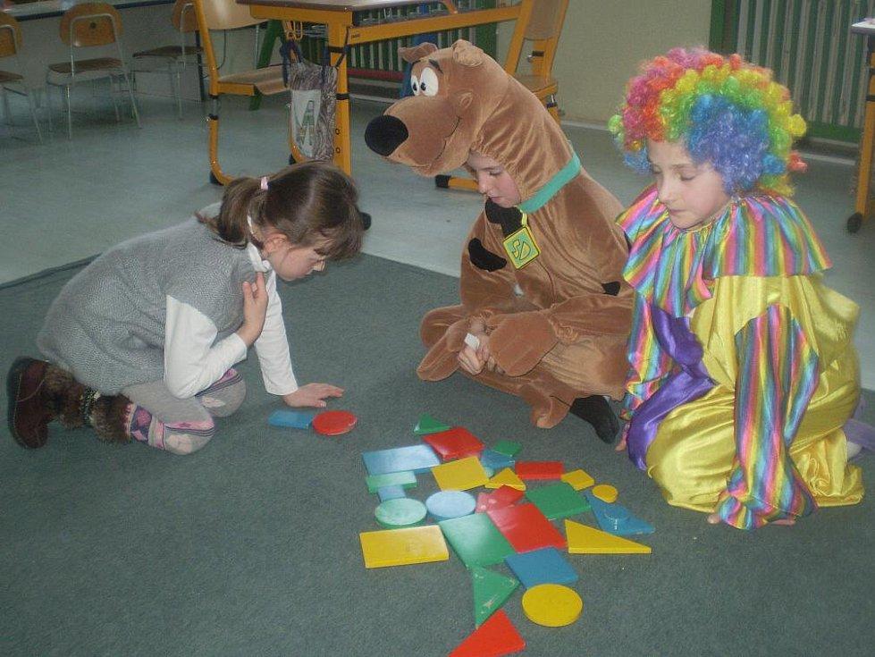 Doslova pohádkový zápis mají za sebou předškoláci z Drmoulu. Budoucí prvňáčky provázeli jejich dnem Honzové, vodníci, princezny, šašci a akci si nenechal ujít ani pejsek Scooby Doo.