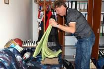 ROMAN HRDÝ, jeden z jednatelů společnosti ESTO, byl nucený přespávat několik dní na pohovce ve své kanceláři.