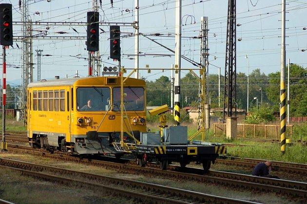 Dramatická situace se odehrála v květnu 2007 na chebském železničním nádraží. Muž se pokusil končit svůj život pod koly vlaku. Strojvedoucí fotogrammetrického vozu včas zastavil
