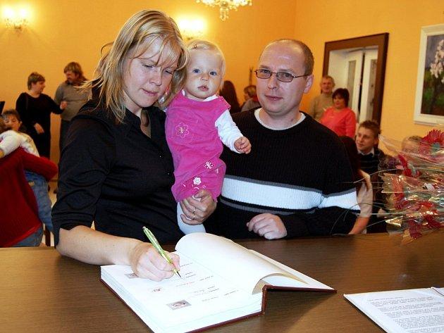 KRÁSNÉ ČESKÉ jméno Adélka dostala v loňském roce například Adélka Rajlichová z Dolního Žandov.