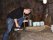 Největší seismologická stanice, která zaznamenává otřesy půdy, se nachází pod skalenským hradem Vildštejn.