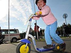 Na sedmdesát dětí se utkalo na vrchu Háj v Aši ve velmi zajímavém závodě koloběžek.