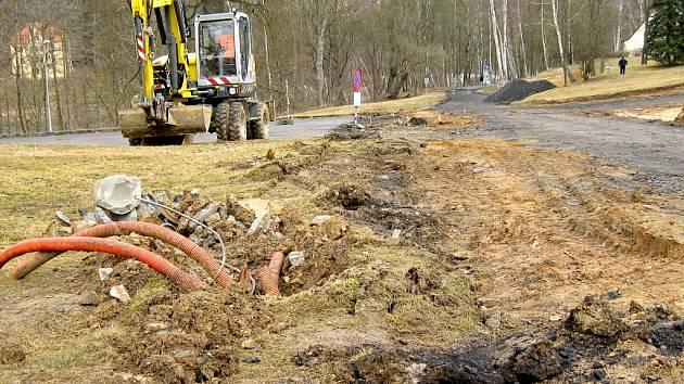 JEDNOU Z LETOŠNÍCH investic je oprava chebské Lesní ulice.