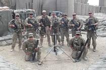 Martin Kulhánek (třetí zleva) se zúčastnil misí v Afghánistánu a Kosovu