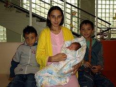 MATHIAS KUTLÁK z Chebu se poprvé rozkřičel ve středu 15. října v 19.45 hodin. Na svět přišel S váhou 2930 gramů a mírou 48 centimetrů. Brášky a maminky se již nemohou dočkat sedmiletý Tomášek a devítiletý Daniel.