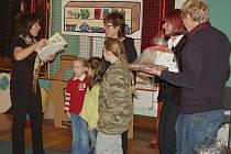 Desítky lidí se zúčastnilo druhé části knedlíkového projektu chebského muzea. Tentokrát mohli lidé přinést do muzea knedlíky bramborové. V jídelně chebské 3. ZŠ se v rámci akce uskutečnil turnaj škol ve vaření knedlíků. Dorazily sem i dvě německé školy.