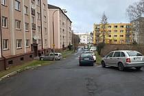 Celková rekonstrukce vnitrobloku v chebské Sadové ulici je v plném proudu.