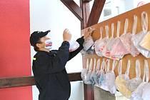 Rouškobraní uspořádali o víkendu dobrovolní hasiči v Drmoule.