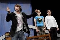 Západočeské divadlo v Chebu pilně zkouší Saturnina. Premiéru uvede 12. června. Snímek pochází ze zkoušky této hry.