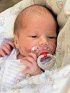 MATYÁŠ BOHUMIL TŮMA bude mít v rodném listu datum narození pondělí 14. prosince v 19.03 hodin. Na svět přišel s váhou 2 960 gramů a mírou 48 centimetrů. Maminka Monika a tatínek Michal se radují z malého Matyáška doma v Chebu.