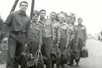 Dukla Stříbro v roce 1971. V popředí vlevo v civilu stojí trenér František Hejplík z Mariánských Lázní, čtvrtý zprava je Petr Casadio z Třince.