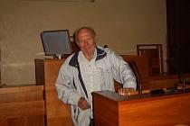 Václava Větrovského z Mariánských Lázní není nutné většině lidí představovat. Řadu let působil jako žurnalista v regionu, učil však také na místní hotelové škole. Především v sobě ale nezapře mariánskolázeňského patriota.