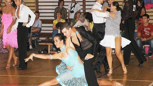 Reprezentanti z chebské Taneční školy Vladimíra Hány Cheb uspěli na postupové taneční soutěži v Praze.