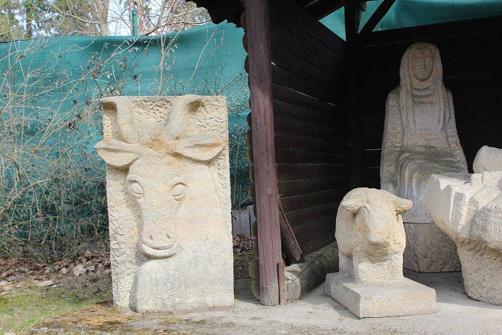 Sochy na vrchu Krakonoš v Mariánských Lázních.