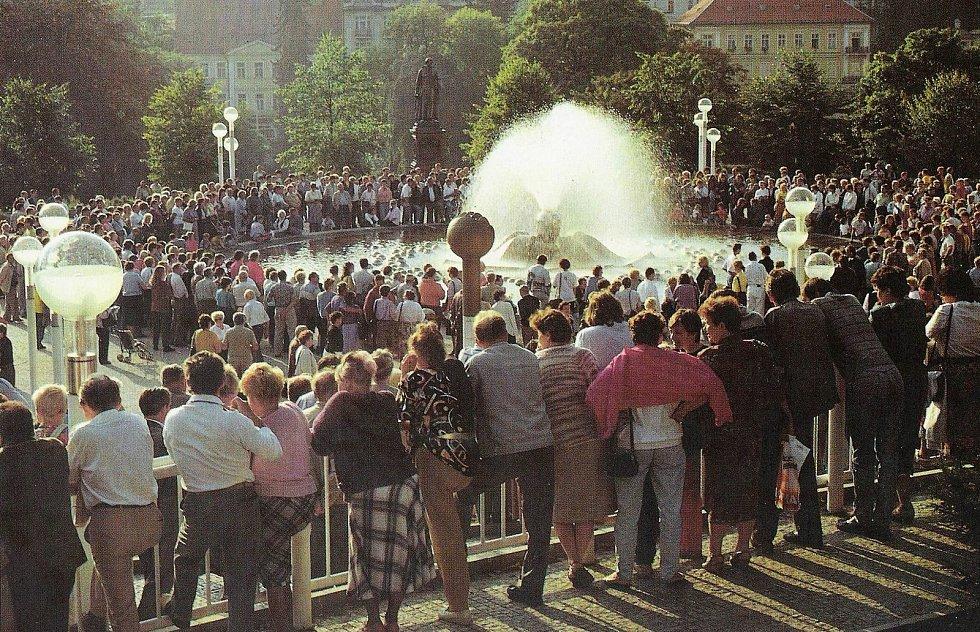 Zpívající fontána zhruba v roce 1990.