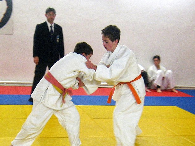 Mariánskolázeňský judista Dominik Horváth (vpravo) při zápase na prosincovém domácím Vánočním turnaji.
