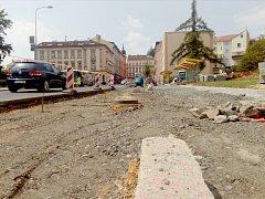 V těchto dnech finišuje výstavba nového autobusového zálivu v Májové ulici.