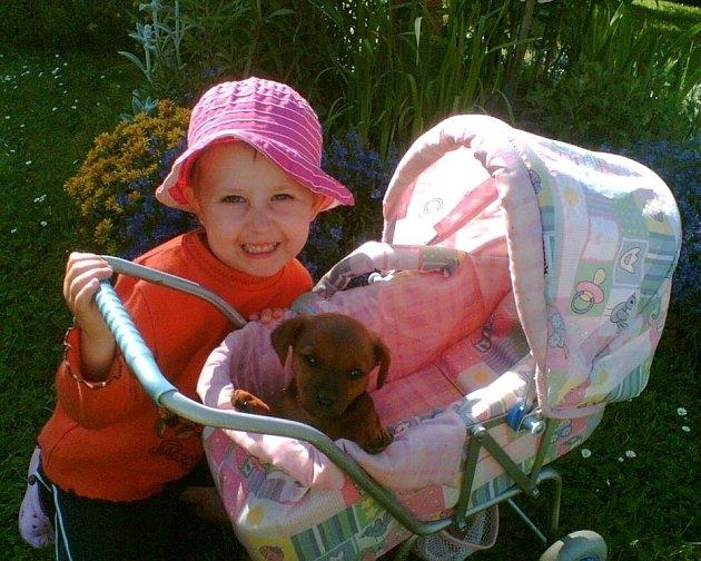 Naše fenka Betynka s vnučkou.