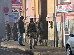 Rozruch budil zákrok zásahové jednotky vašské Okružní ulici.
