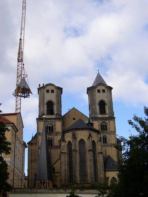 Obnova věží chebského chrámu objektivem Karla Bruknera