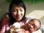 DIEM QUYNH CHU, holčička, přišla na svět v úterý 9. března v 11.50 hodin. Vážila 3540 gramů a měřila 49 centimetrů. Maminka Hai a tatínek Binh se z malé dcerušky radují doma v Chebu.