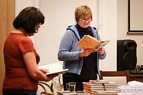Alena Vávrová představila spisovatelku Sabine Dittrich z nedalekého Hofu a její knihu Potomci mlčení.