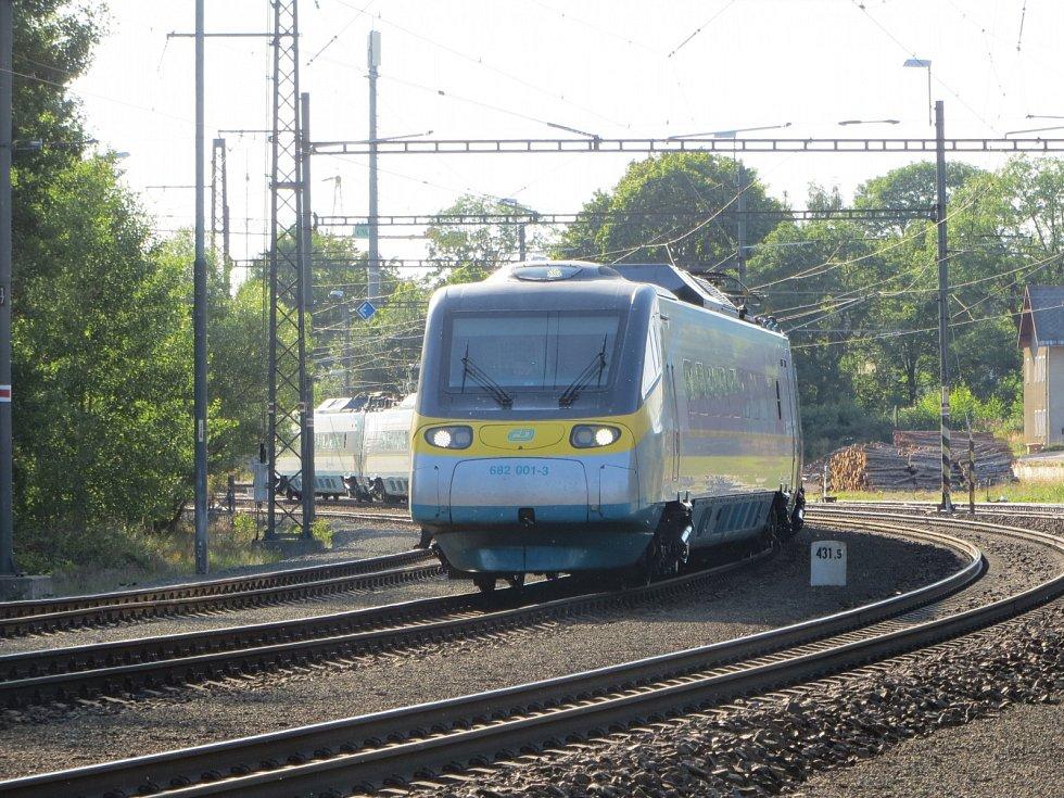 V Lázních Kynžvartu ve středu odpoledne vykolejil vlak.