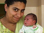 SOFIE MAHÁKOVÁ se narodila v pátek 6. března v 6.20 hodin. Při narození vážila 3500 gramů a měřila 50 centimetrů. Tříletá Claudia, roční Vanesska, maminka Iveta a tatínek Jiří se radují z malé Sofinky doma v Dolním Žandově.
