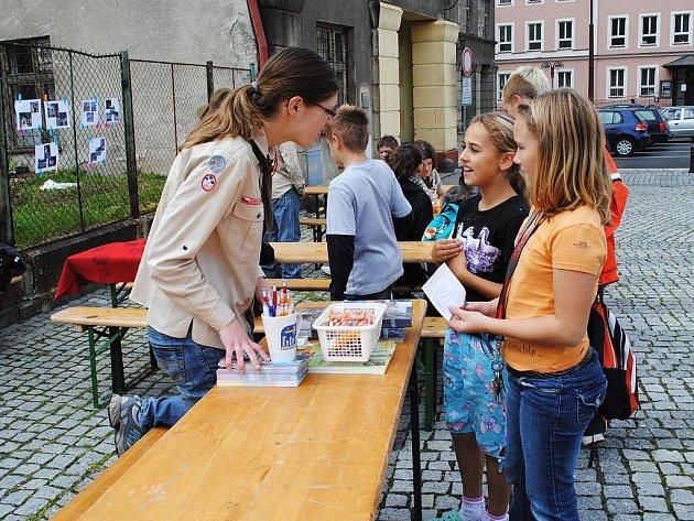 Název Hurá, končí prázdniny prý nebyl pro děti dostatečně motivující, proto se letošní akce na ašském Poštovním náměstí přejmenovala na Den prevence.