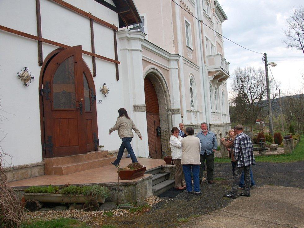 Po necelých třech letech začalo v obci Prameny fungovat zastupitelstvo. Už si zvolili starostku.
