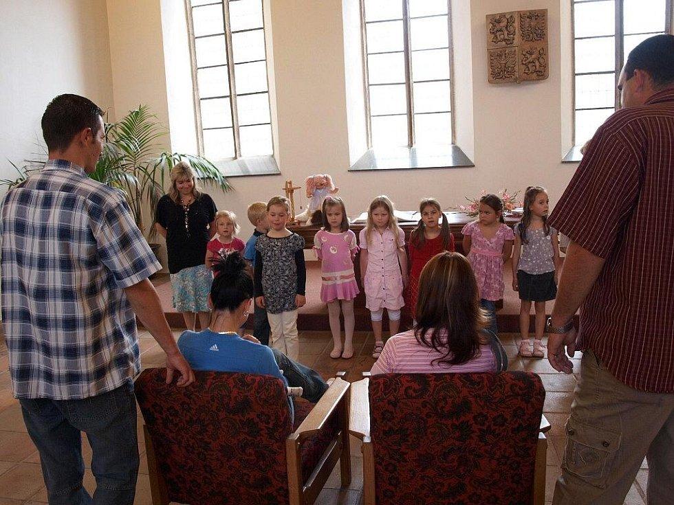 V Chebu přivítali v sobotu 27. června nové občánky.